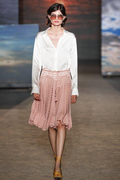 Falda con transparencias de TCN primavera/verano 2019 en la 080 Barcelona Fashion Week