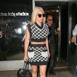 Lady Gaga con un dos piezas bicolor en las calles de Nueva York