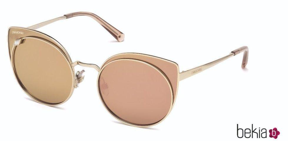 Gafas de sol con cristales dorados de la nueva colección AW 18 de Swarovski