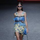 Vestido corto asimétrico de Custo Barcelona en Madrid Fashion Week primavera/verano 2019