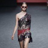 Vestido asimétrico estampado de Custo Barcelona en Madrid Fashion Week primavera/verano 2019