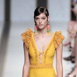 Bañador amarillo del desfile de Dolores Cortés en Madrid Fashion Week primavera/verano 2019