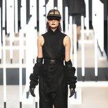Vestido sin mangas negro de Juanjo Oliva primavera/verano 2019 en la Madrid Fashion Week