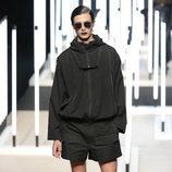 Pantalón corto y chaqueta de Juanjo Oliva primavera/verano 2019 en la Madrid Fashion Week