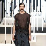Camisa con transparencias de Juanjo Oliva primavera/verano 2019 en la Madrid Fashion Week