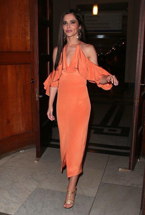 Cheryl Cole con un vestido asimétrico naranja en la fiesta de verano de Syco 2018