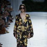 Kimono estampado de Jorge Vázquez primavera/verano 2019 en la Madrid Fashion Week