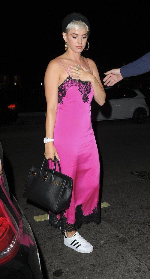 Katy Perry con un vestido lencero en Londres 2018