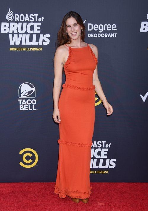 Scout Willis con un vestido rojo en la presentación del programa 'The comedy Central Roast' 2018