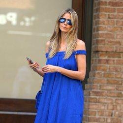 Heidi Klum con un vestido azul eléctrico en Nueva York 2018