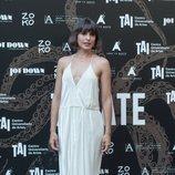 Verónica Echegui con un vestido blanco en la premiere de 'Tócate' 2018