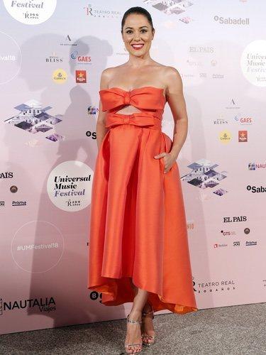 Eva Marciel con un vestido naranja en el concierto de Gregory Porter en Madrid 2018