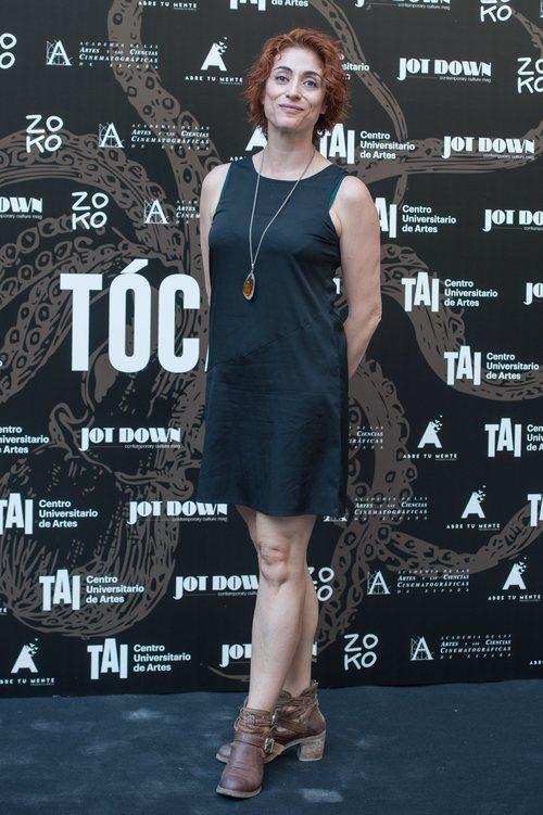 Celia Blanco con un vestido negro en la premiere de 'Tócate' en Madrid 2018