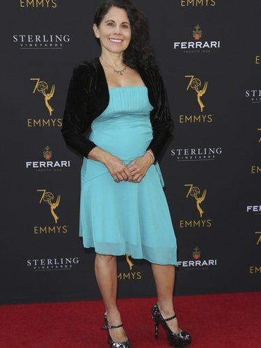 Anna Marcos con un vestido azul en la 70 edición  de los premios Emmy 2018