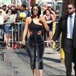 Kim Kardashian con un 'total look' negro en Hollywood 2018