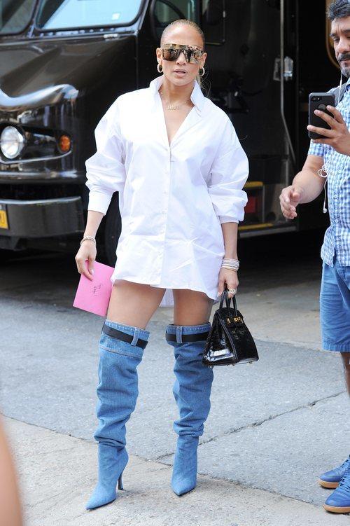 Jennifer Lopez con unas maxi botas en Nueva York 2018