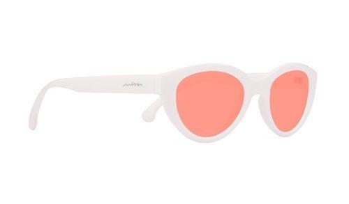 Gafas de pasta blanca de la colección Lissy Espadriles de Miss Hamptons 2018