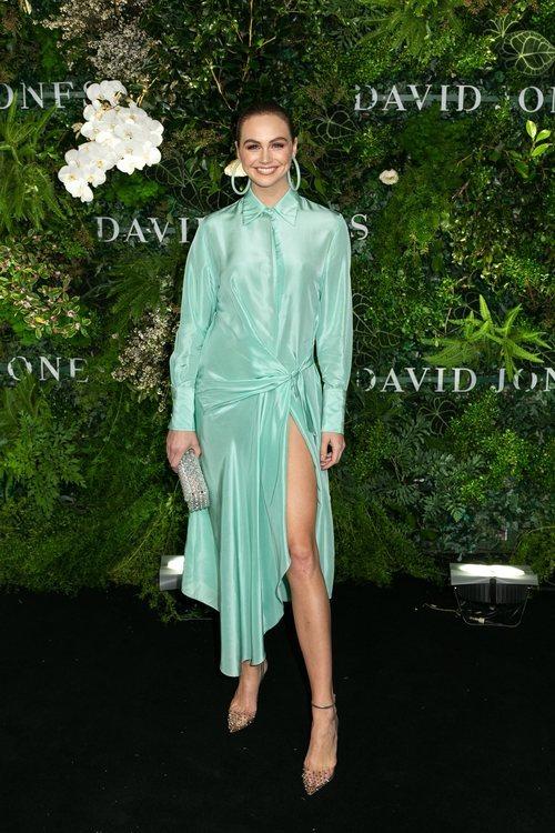 Ksenija Lukich con un vestido verde menta en el desfile de David Jone en Sidney 2018