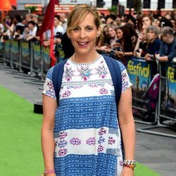 Mel Giedroyc con una blusa estampada en el Festival Cineworld en Londres 2018