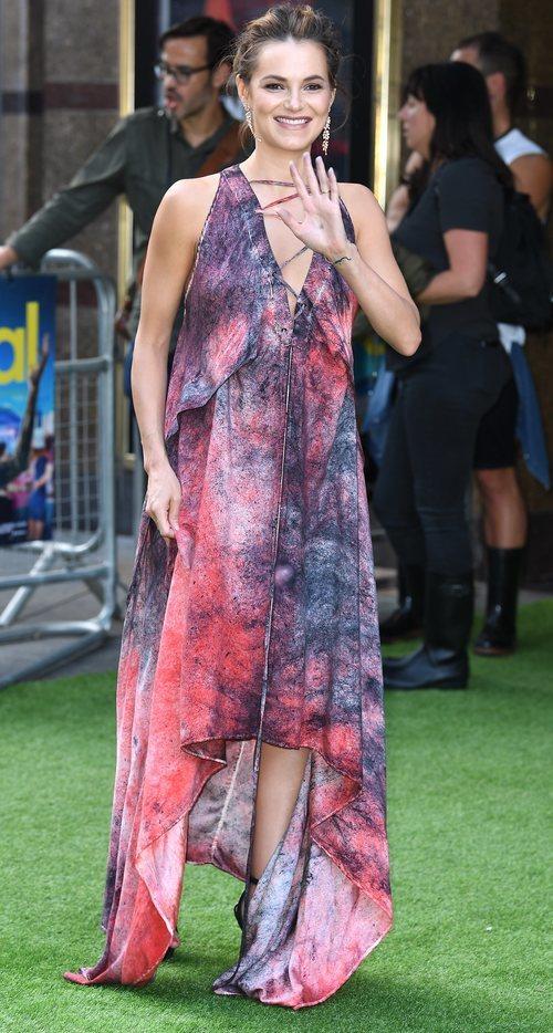 Kara Tointon con un vestido asimétrico en el Festival Cineworld en Londres 2018