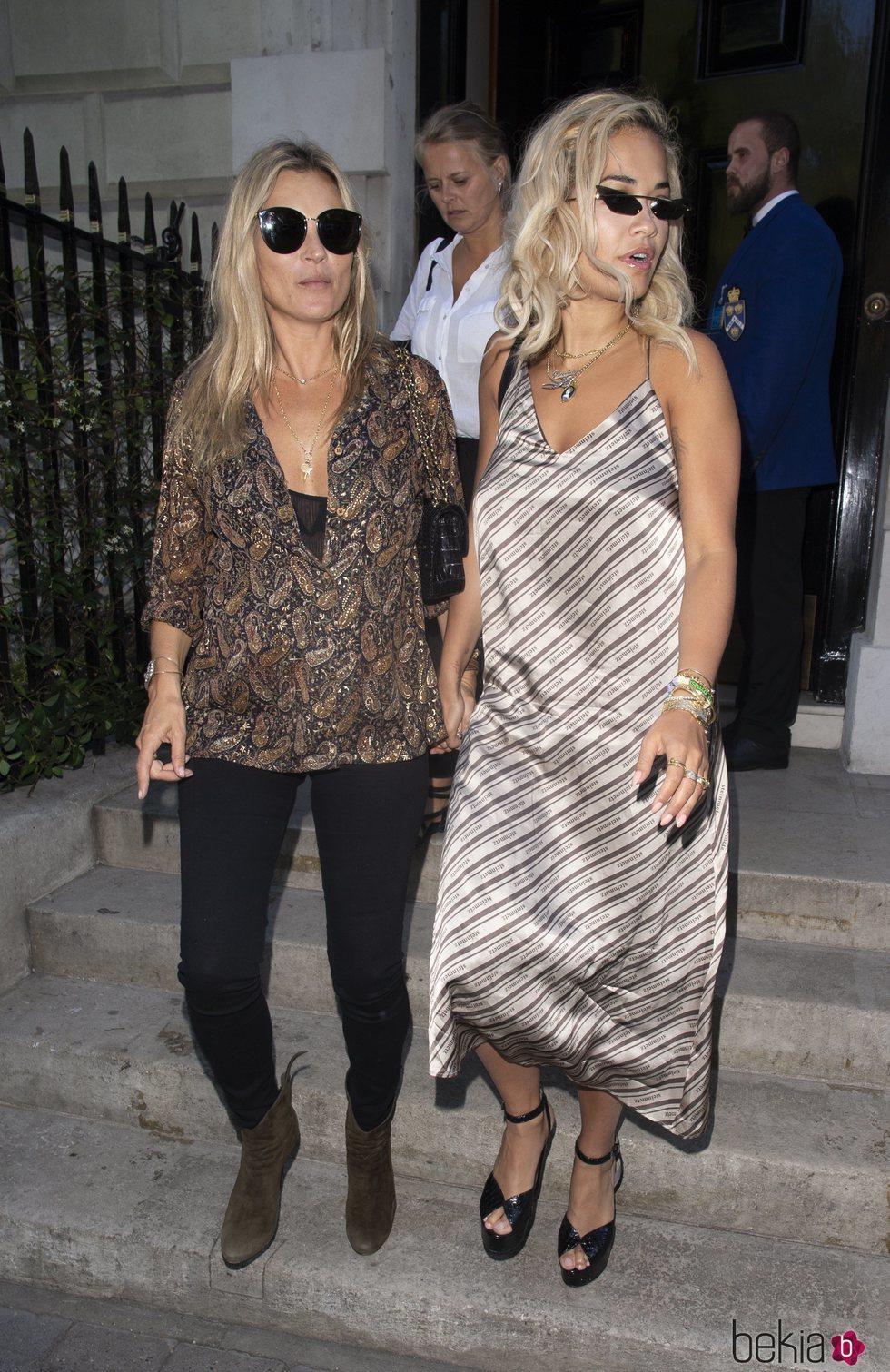 Rita Ora y Kate Mos juntas en Londres 2018