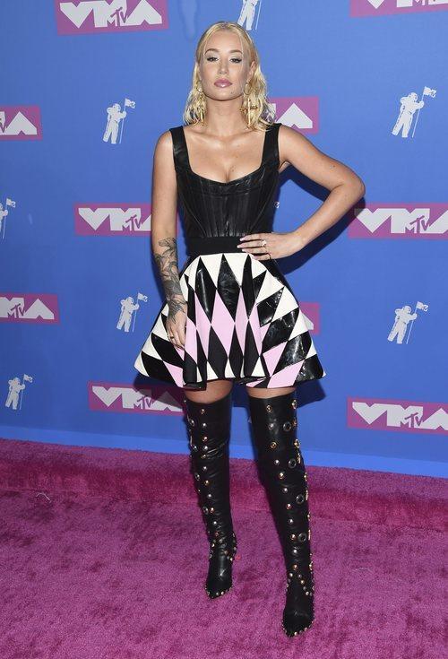 Iggy Azalea con un vestido asimétrico en los premios MTV Video Music 2018