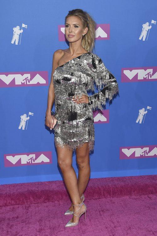 Audrina Patridge con un vestido de flecos plateados en los Premios MTV Video Music 2018