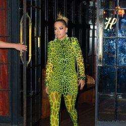 Rita Ora con un look estampado en la fiesta de los Premios VMA'S 2018