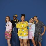 Modelos con prendas de los Simpson de la nueva colección cápsula de Asos 2018