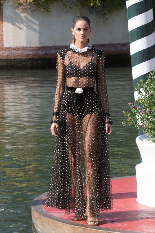 Izabel Goulart con un vestido transparente en el Festival de Cine de Venecia 2018