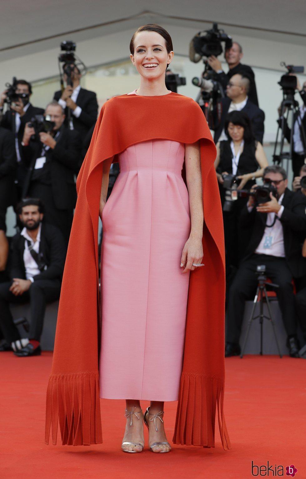 Claire Foy con un vestido bicolor en la apertura del Festival de Cine de Venecia 2018