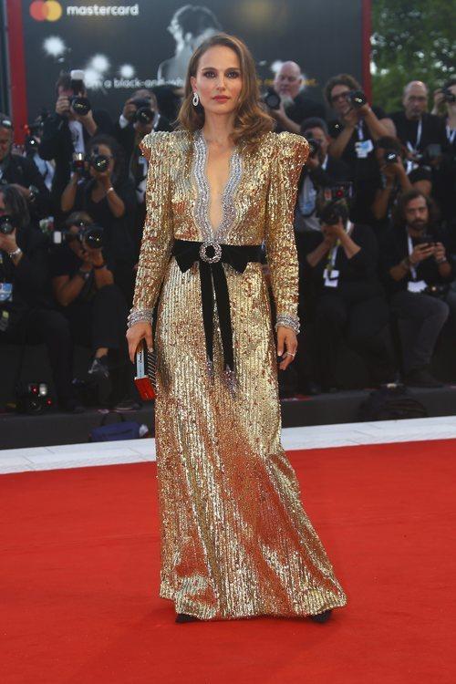Natalie Portman opta por el brillo en el Festival Internacional de Cine de Venecia 2018