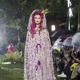 Vestido con capucha de flores de Rodarte primavera/verano 2019 en la New York Fashion Week