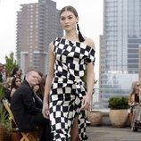Vestido geométrico de Oscar de la Renta primavera/verano 2019 en la New York Fashion Week