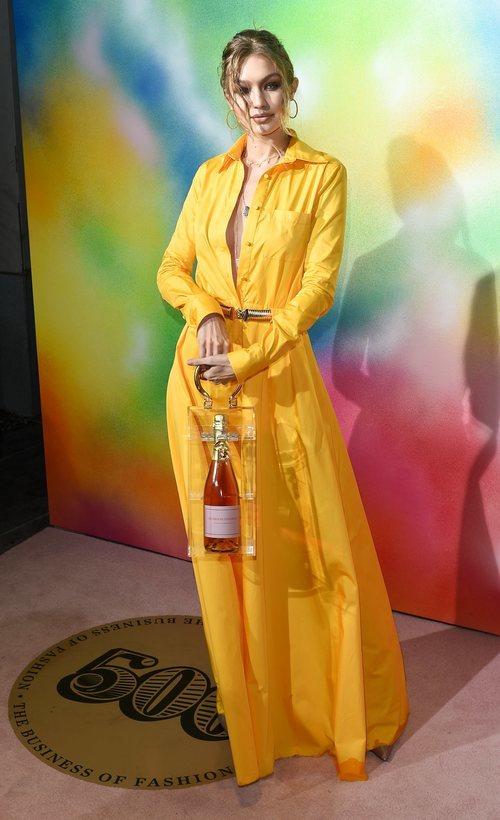 Gigi Hadid con un vestido amarillo en la gala ?Bof 500 Gala & Party?
