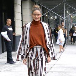 Olivia Palermo con un conjunto estampado en Nueva York