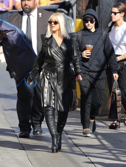 Christina Aguilera con un look de cuero en Los Ángeles