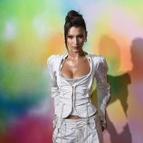 Bella Hadid con un total white en la 'Bof 500 Gala & Party'