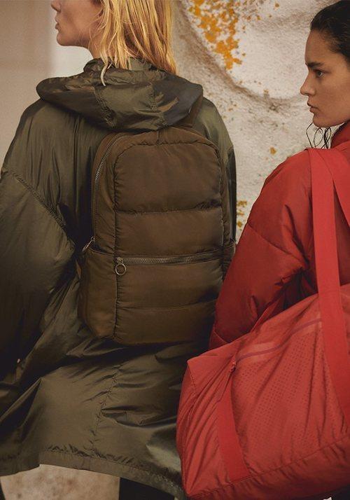 Chaqueta de plumas y bolsas de deporte de la colección Wild Thoughts de marca Oysho