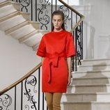 Blusa roja de Victoria Beckham primavera/verano 2019 en la London Fashion Week