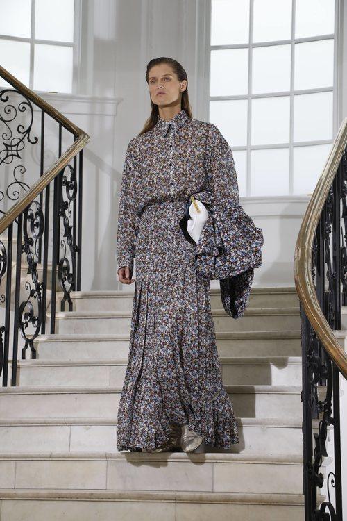 Vestido estampado de Victoria Beckham primavera/verano 2019 en la London Fashion Week