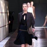 Vestido negro de la colección primavera/verano 2019 de Burberry presentada en la semana de la moda en Londres