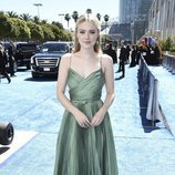 Dakota Fanning con un vestido verde en los Premios Emmy 2018