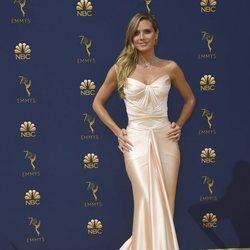 Heidi Klum con un vestido ajustado en los Premios Emmy 2018