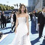 Jessica Biel con un vestido geométrico en los Premios Emmy 2018