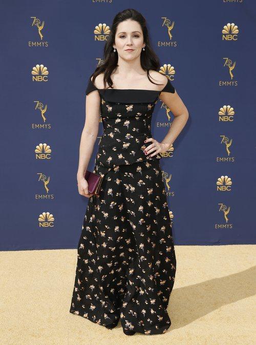 Shannon Woodward  con un vestido de Roland Mouret en los Premios Emmy 2018