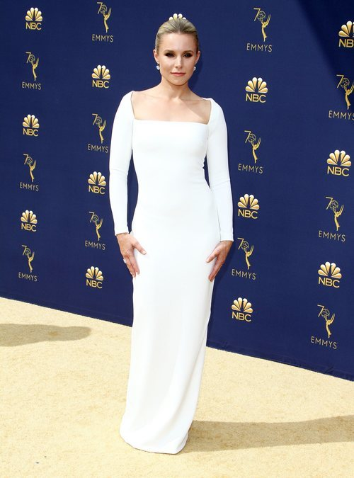 Kristen Bell con un vestido de Solace London en los Premios Emmy 2018