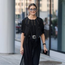 Olivia Palermo con un total black en la Milan Fashion Week
