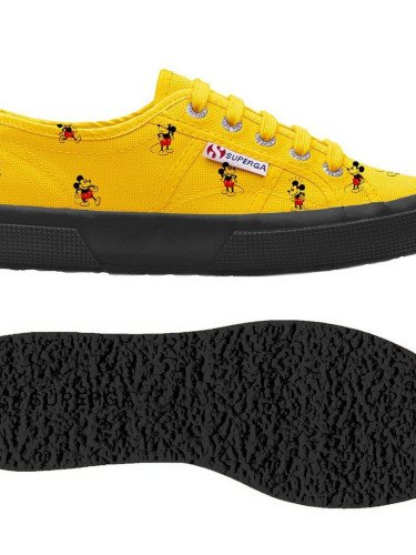 Zapatilla amarilla de la colección 'Superga x Disney'