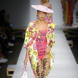 Body de color rosa fucsia de Moschino primavera/verano 2019 en la Milán Fashion Week